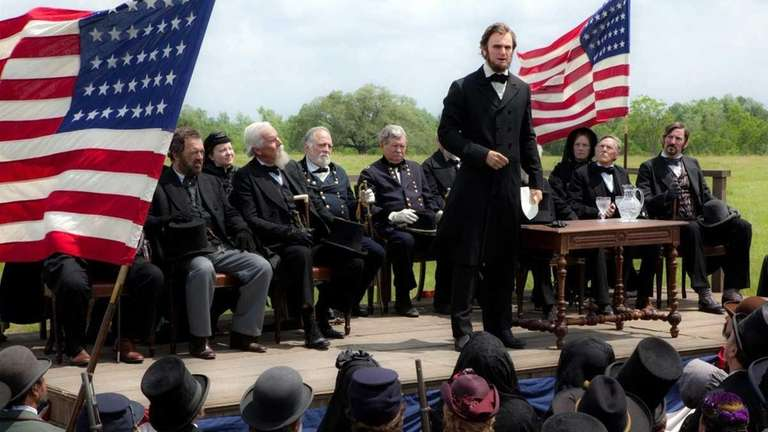 Abraham Lincoln (Benjamin Walker) makes a historic speech