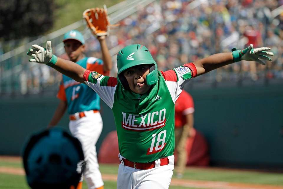 Mexico's Angel Castillo (18) celebrates on his way