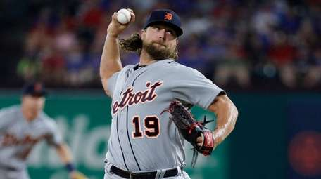 Detroit Tigers' Trevor Rosenthal throws to the Texas