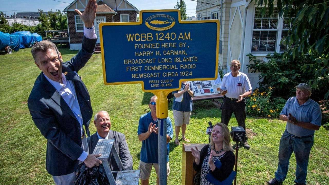 Officials on Tuesday unveiled a plaque in Freeport