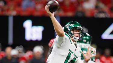 Sam Darnold makes a pass during Jets' preseason