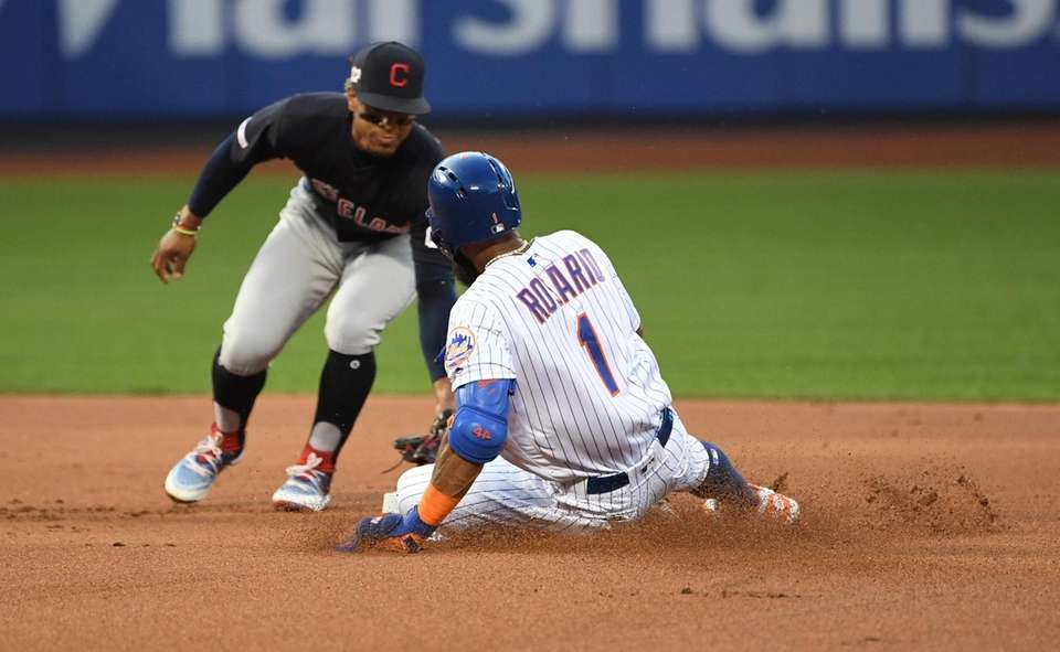 Indians shortstop Francisco Lindor tags out Mets shortstop