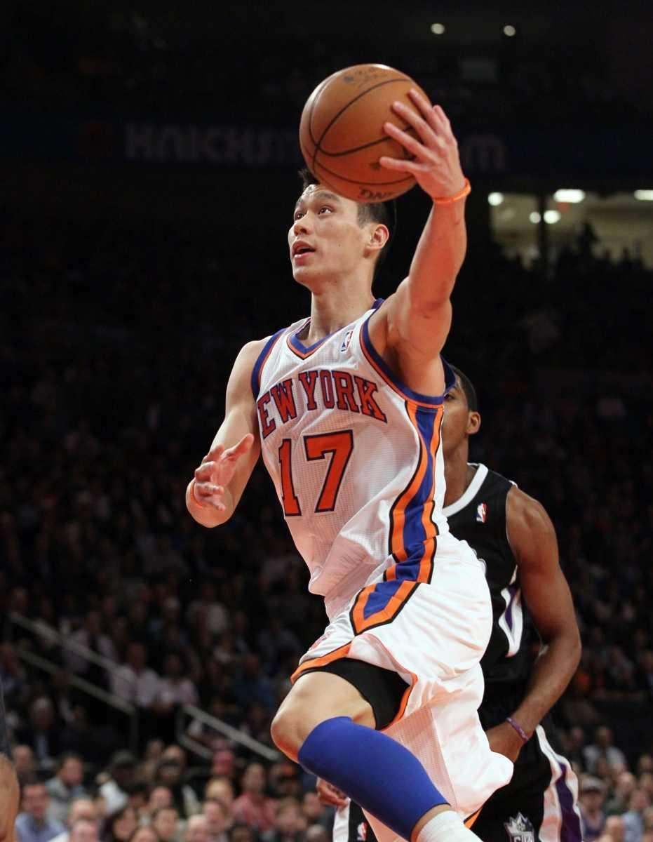 Jeremy Lin of the New York Knicks puts