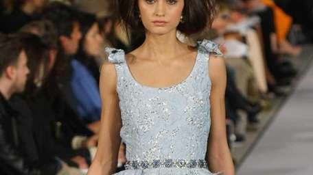 A model walks the runway during the Oscar