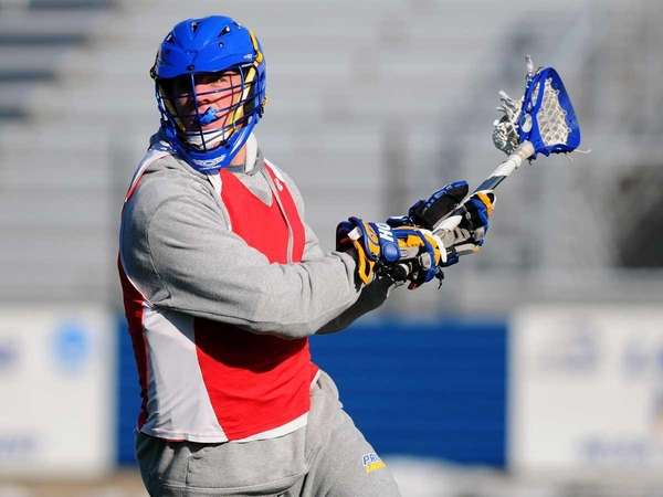 Hofstra University midfielder Steve Serling prepares to make