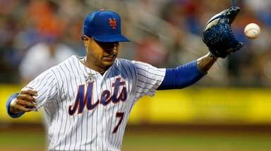 Mets pitcher Marcus Stroman covers first base for