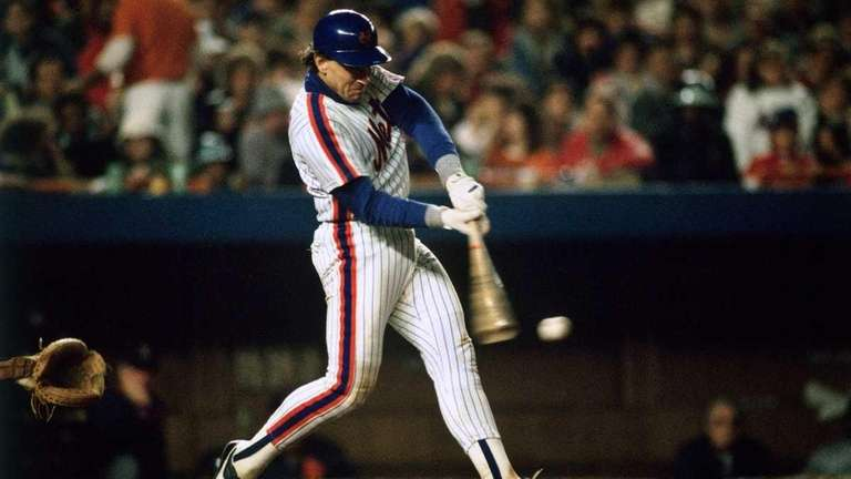 Gary Carter of the New York Mets batting