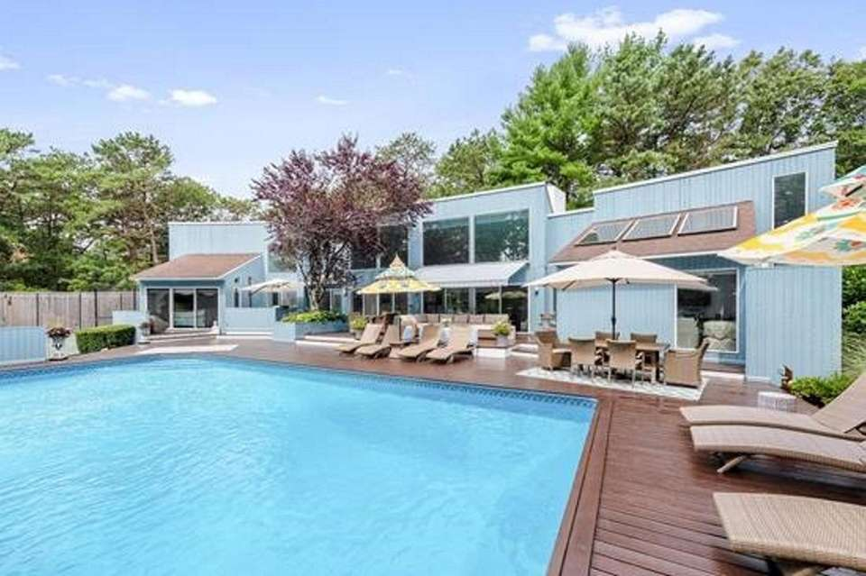 The house comes with a pool, tennis court