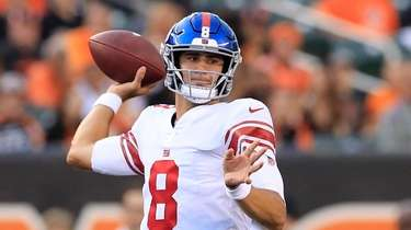 \Daniel Jones #8 of the Giants throws the