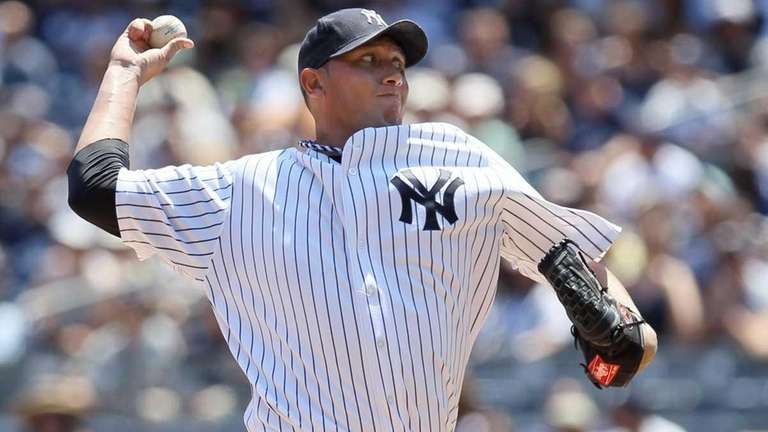 Freddy Garcia of the New York Yankees pitches