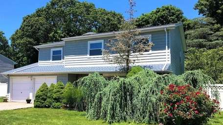 This Lake Ronkonkoma house is on the market