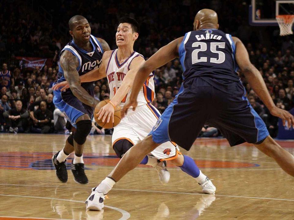 New York Knicks' Jeremy Lin, center, drives through