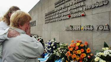 Second World War veteran Galina Kasimirowna Ganysh weeps