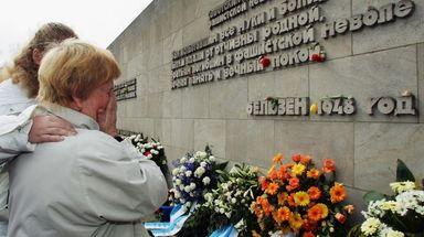 Second World War veteran Galina Kasimirowna Ganysh weeps