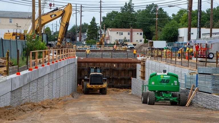 LIRR eliminating grade crossing, replacing with new bridge over Covert Avenue