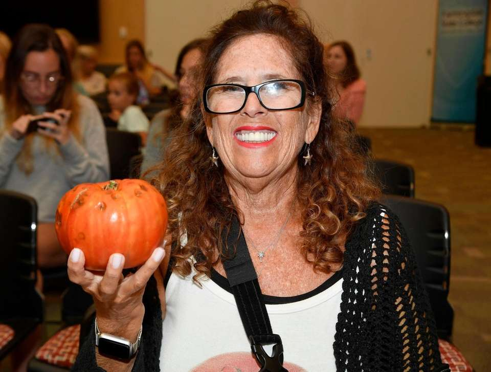 Janet Hart of Lindenhurst and her tomato entry