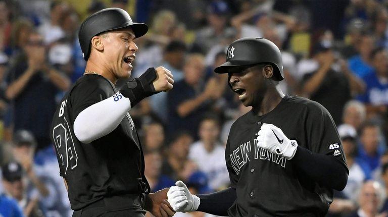 Aaron Judge # 99 de los Yankees felicita a Didi
