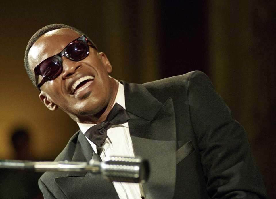 Jamie Foxx, portraying Ray Charles in a scene