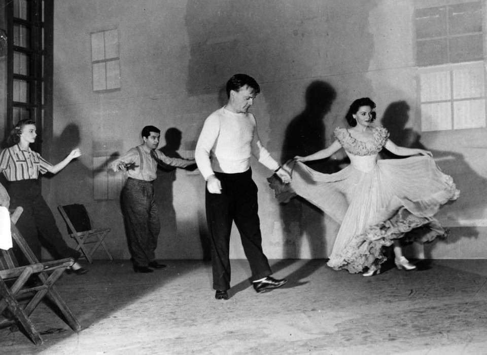 James Cagney (center), rehearsing a dance routine for