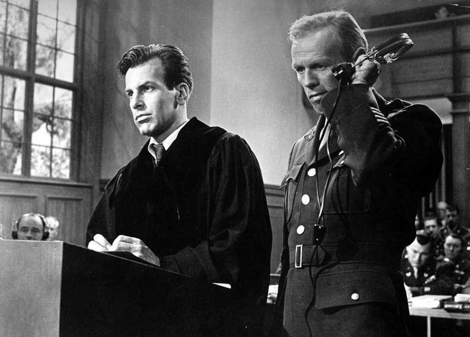 Maximillian Schell (left) and Richard Widmark (right) in