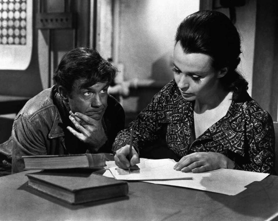 Cliff Robertson (left) and Claire Bloom, in a