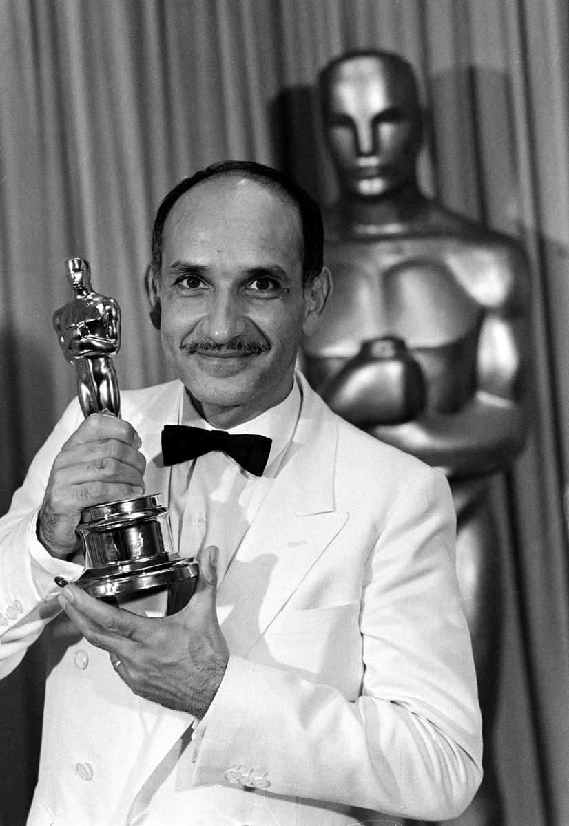 Actor Ben Kingsley, posing with his Oscar statuette