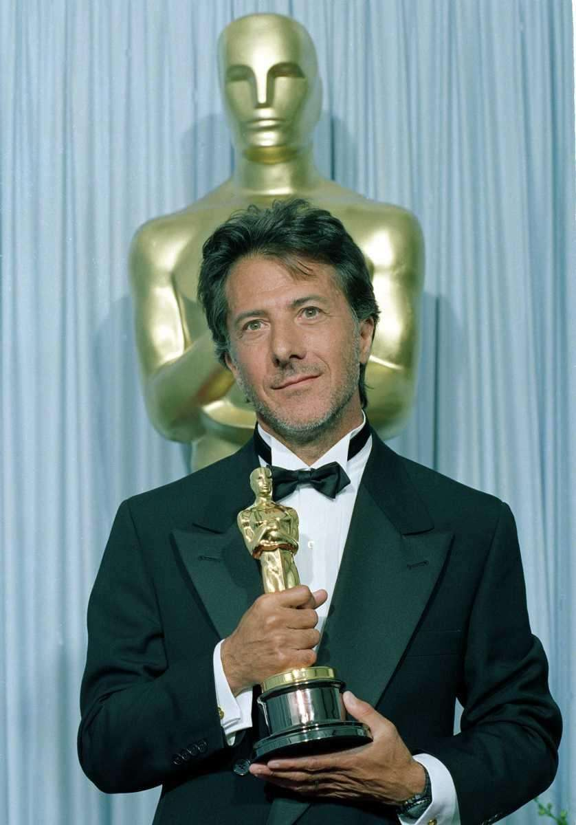 Dustin Hoffman poses with his Oscar statuette backstage