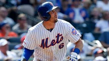 Mets second baseman Jeff McNeil doubles during the