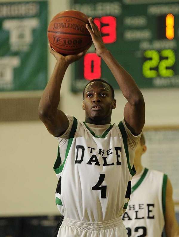 Farmingdale's Dalique Mingo shoots a free throw against