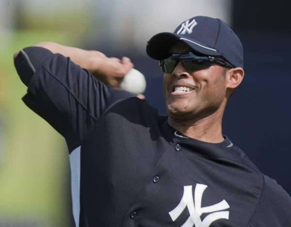 Yankees' pitcher Mariano Rivera warming up his arm