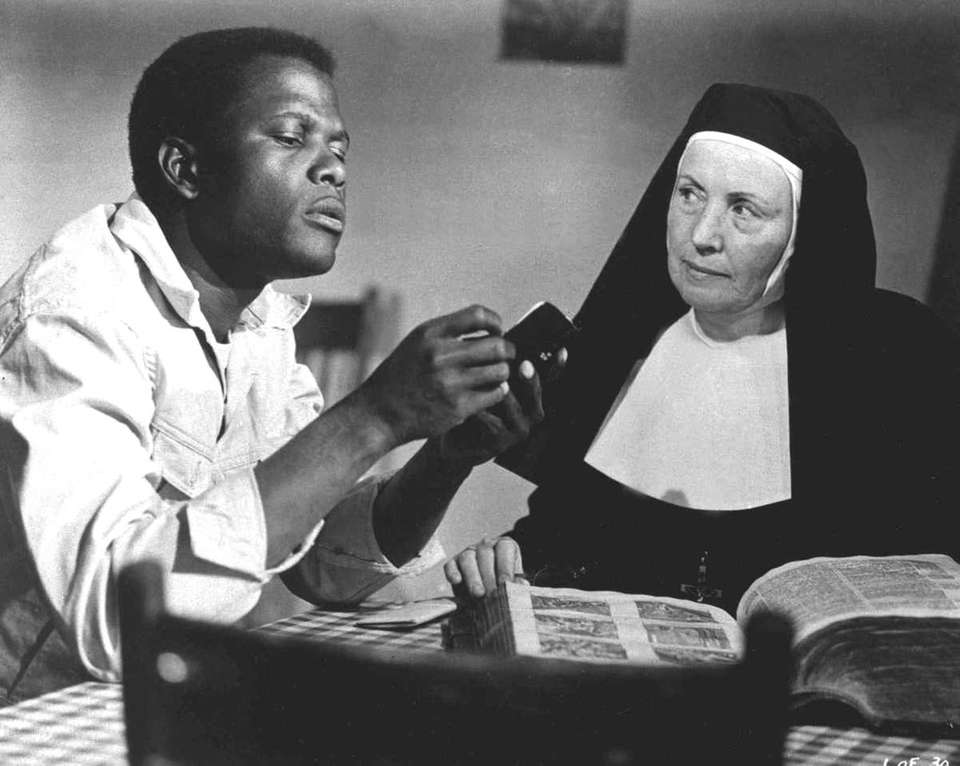 Sidney Poitier (left) and Lilia Skala (right) in