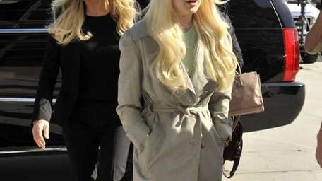 Lindsay Lohan arrives in court with her mother