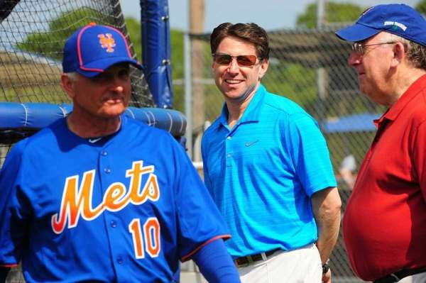 Mets COO Jeff Wilpon, center, at spring training