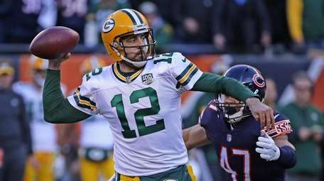 CHICAGO, IL - DECEMBER 16: Aaron Rodgers #12