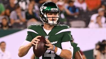 New York Jets quarterback Sam Darnold drops back