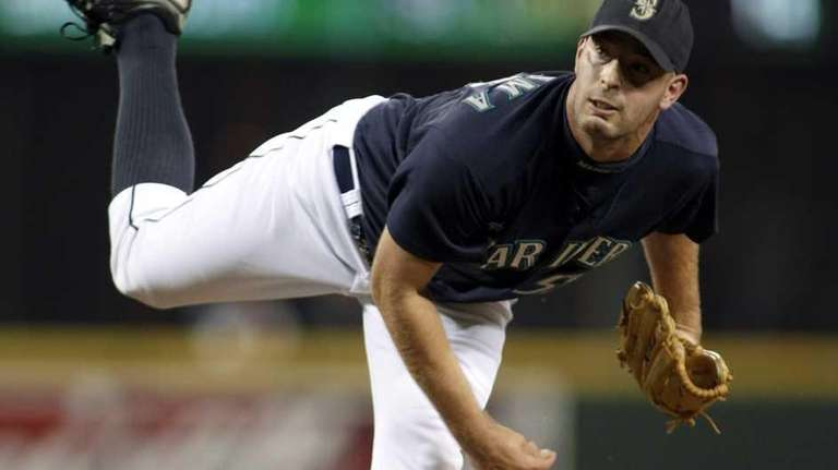 Seattle Mariners closer David Aardsma pitches in the