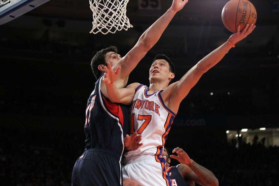 Jeremy Lin puts up a basket against Zaza
