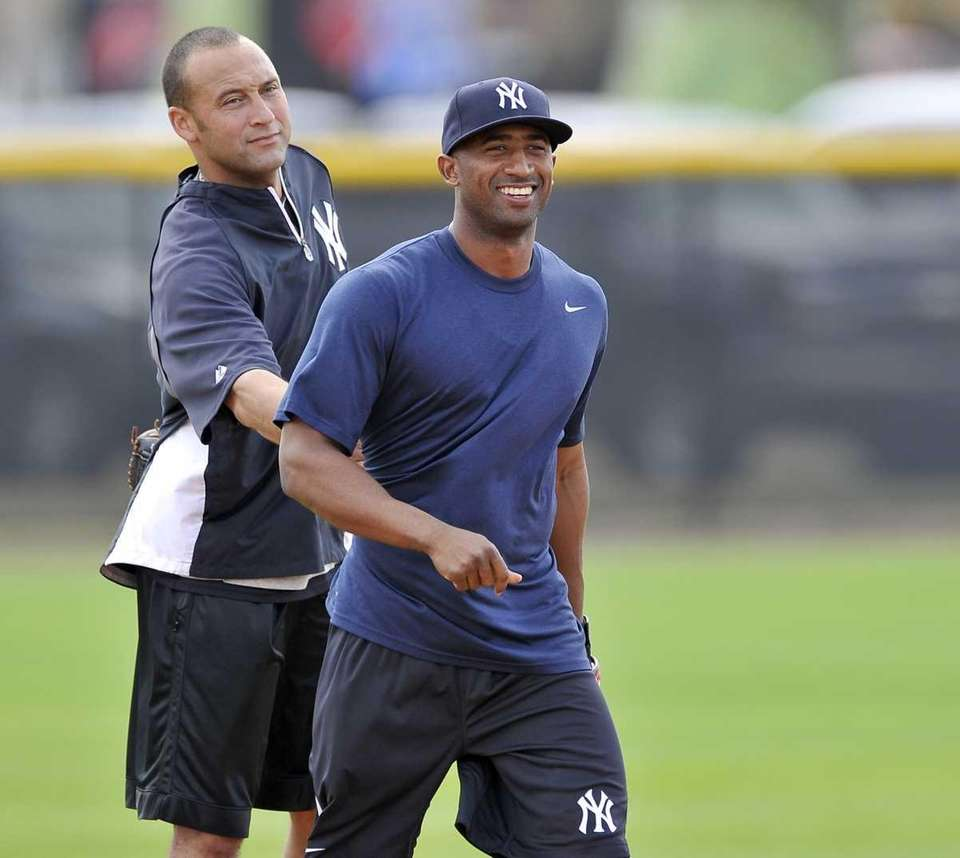 Yankees shortstop Derek Jeter has some fun with