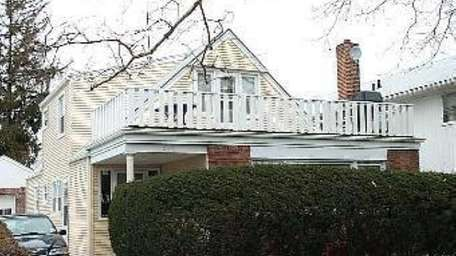 The childhood home of Billy Crystal at 549