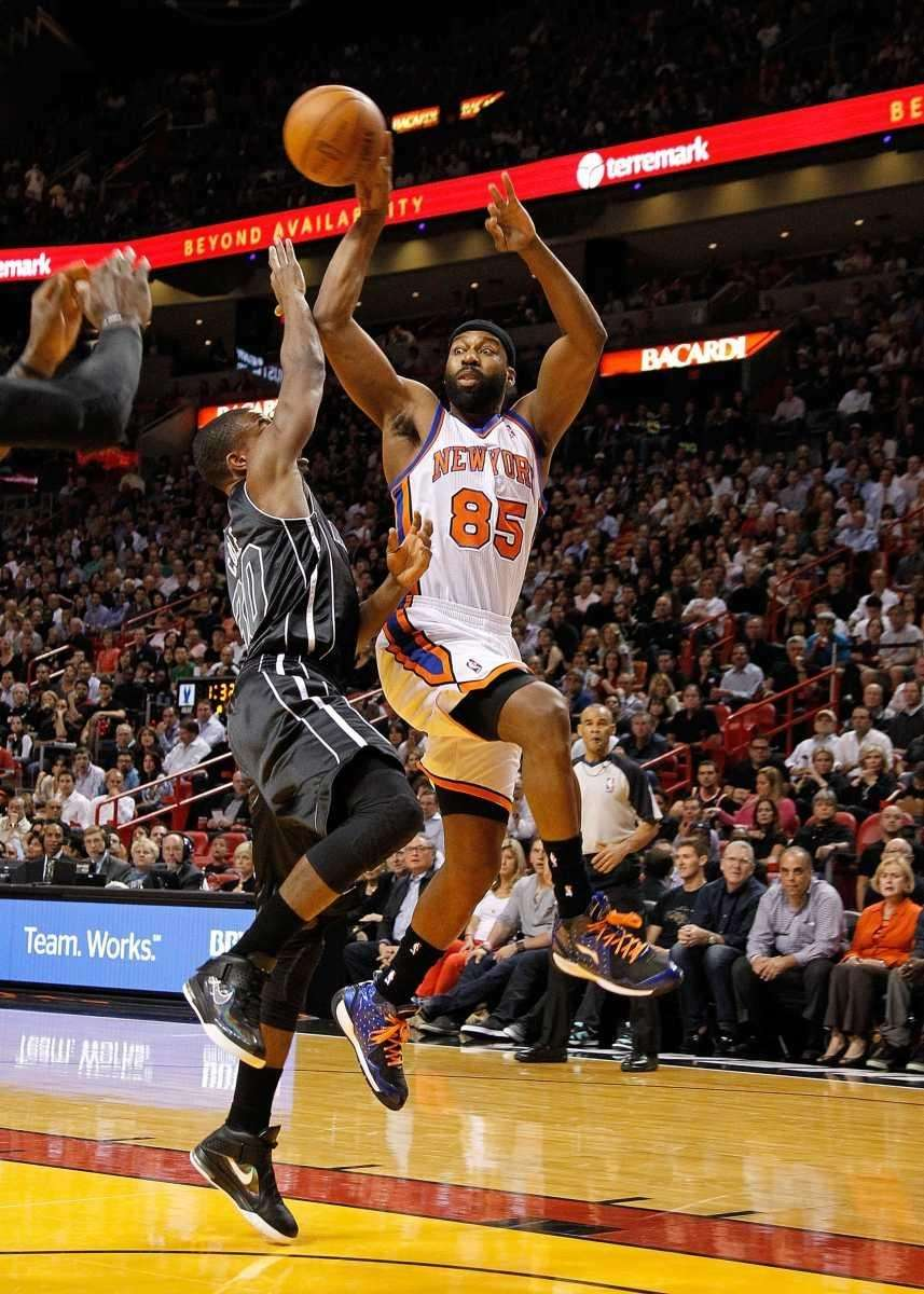 Knicks guard Baron Davis passes over Miami's Norris