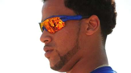 Mets pitcher Pedro Beato signs autographs after spring