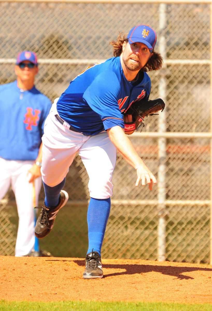 Mets pitcher R.A. Dickey throws a bullpen session