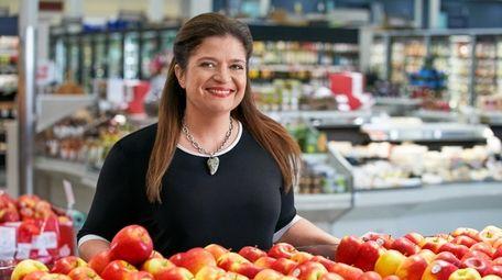"Host Alex Guarnaschelli, as seen on ""Supermarket Stakeout,"""