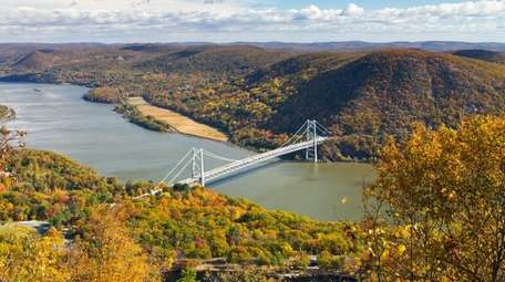 The majestic Hudson River Valley dons its fall