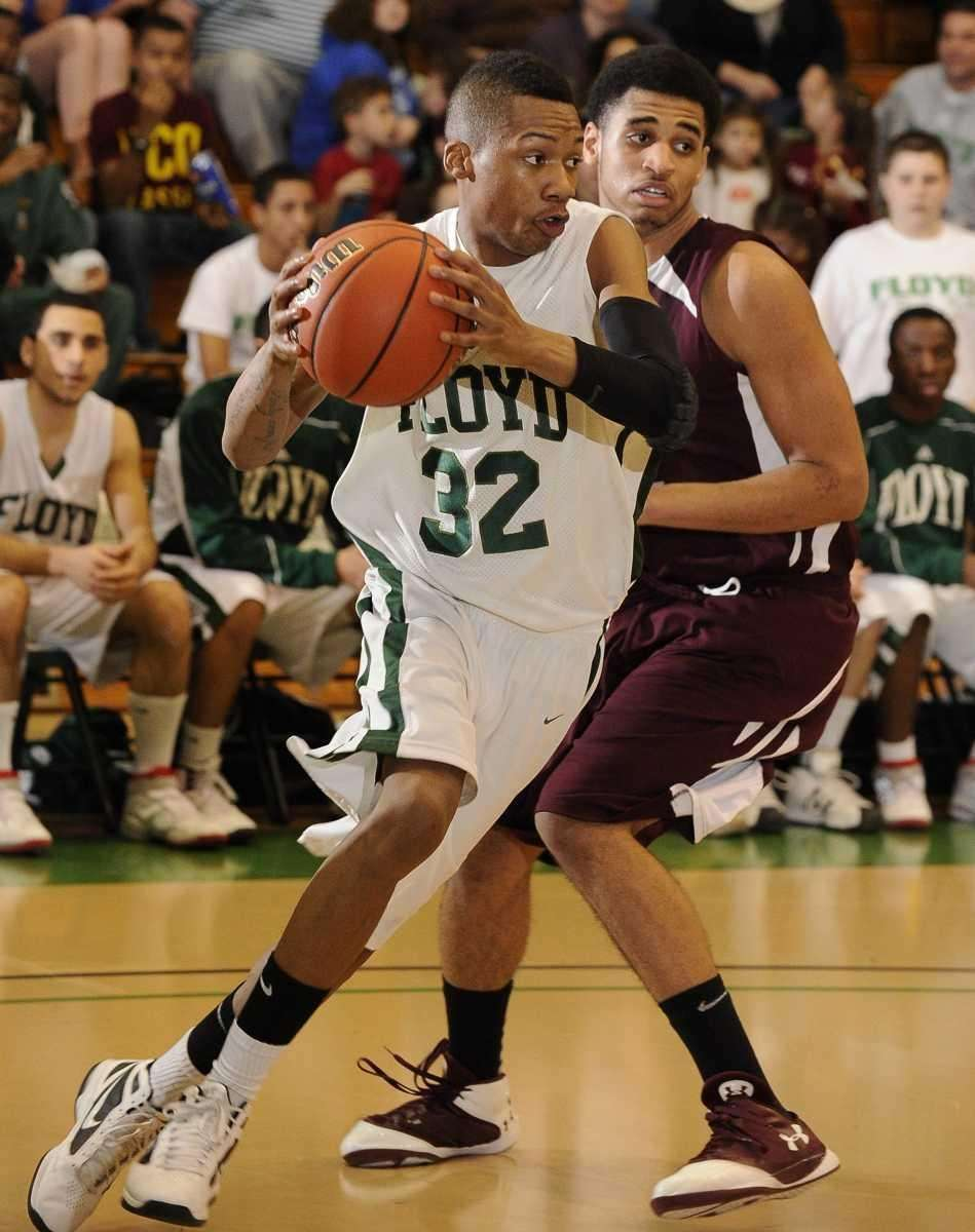 William Floyd's LaShon Washington drives around Deer Park's