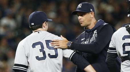 Yankees pitcher Cory Gearrin is taken out of