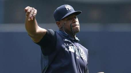 Yankees injured pitcher Luis Severino throws in the