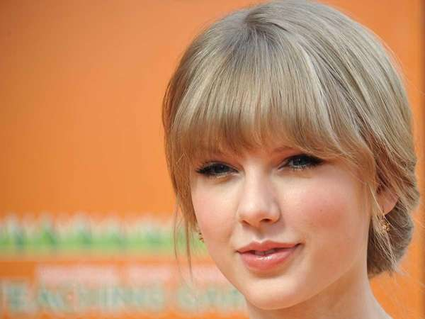 Actress and singer Taylor Swift poses for pictures