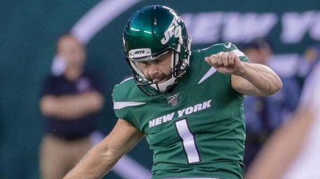 Jets kicker Taylor Bertolet kicks off against the