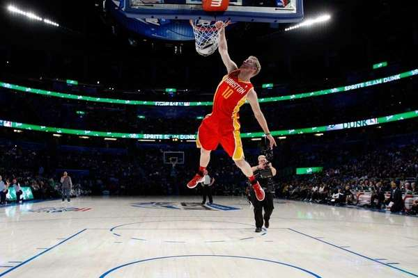 Chase Budinger of the Houston Rockets dunks during